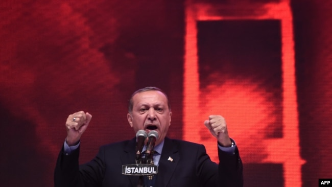 """Erdogan traži podršku za """"završetak posla započetog 15. jula"""""""