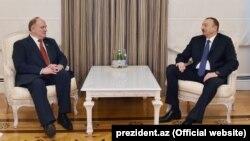 Prezident İlham Əliyev Rusiya kommunistlərinin rəhbəri Gennady Zyuganov-u qəbul edərkən. Bakı, 9 fevral 2015