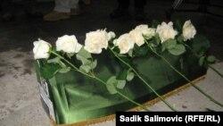 Kolona sa posmrtnim ostacima 409 ubijenih Srebreničana stigla u Potočare