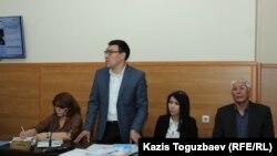 Слева направо: адвокат Лариса Достовалова, адвокат Арман Оразбаев, юрист Анель Аубакирова и главный редактор сайта Ratel.kz Марат Асипов. Алматы, 25 мая 2018 года.