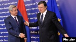 Belgium - European Commission President Jose Manuel Barroso (R) meets Armenian President Serzh Sarkisian in Brussels, 06Mar2012.