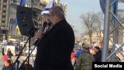 Рефат Чубаров выступает на митинге солидарности с Израилем в Киеве