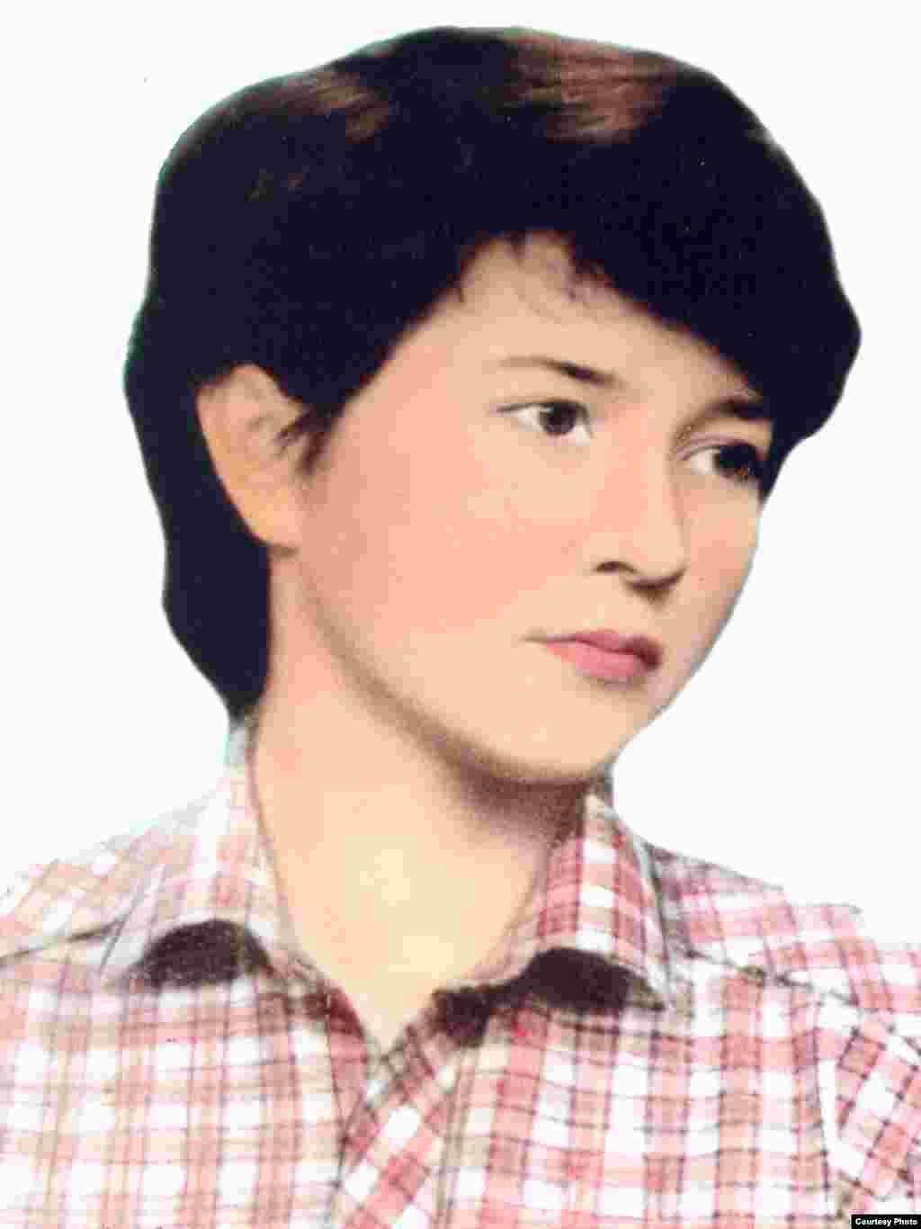 Ляззат 16 лет. Алматы, 1986 год. Ляззат погибла при невыясненных обстоятельствах после допроса в КГБ в декабре 1986 года.