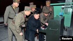 Түндүк Корея лидери Ким Чен Ун аскер бөлүктөрүнүн биринде. 24-март, 2013-жыл.