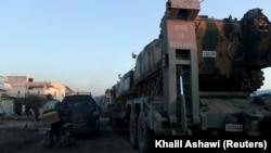 Турецькі бронемашини перетинають сирійсько-турецький кордон, в'їжджаючи до провінції Ідліб, 9 лютого 2020 року