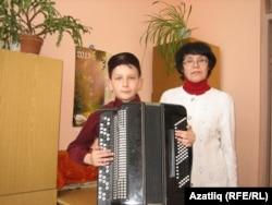 Сабир Мөхәммәтшин укытучысы Людмила Бонькина белән