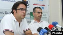 Андреас Гукасян (слева), лидер гражданского движения «Вставай, Армения».