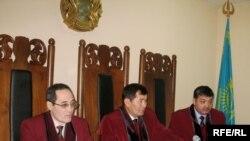 Суд города Астаны рассматривает дело Жаксыбека Кулекеева. Астана, 14 января 2009 года.