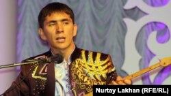 Нұрлан Есенқұлов, айтыскер ақын. Алматы, 8 мамыр 2013 жыл.