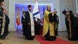 Священики в окупованому Севастополі під час церемонії кріплення до древка бойового прапора Чорноморського флоту Росії, 27 грудня 2018 року