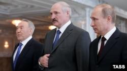 Нурсултан Назарбаєв (л), Олександр Лукашенко (ц), Володимир Путін у Мінську, 29 квітня 2014 року