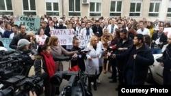 Протест на лекарите специјализанти пред Министерството за здравство во Скопје. Фото: novatv.mk
