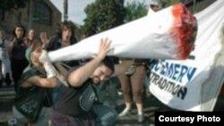 رکوردی که در حال حاضر برای بزرگترين «سيگاری» جهان ثبت شده، يک «سيگاری» بزرگ، حاوی ۱۰۰ گرم ماری جوآنا است.