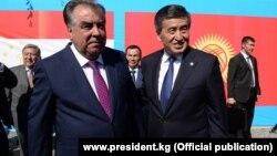 Тажикстандын президенти Эмомали Рахмон менен Кыргызстандын президенти Сооронбай Жээнбеков. 26-июль, 2019-жыл.