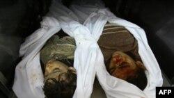 با افزایش ساعت به ساعت کشتهها حتی سردخانه «الشفا» مملو ازجسد است و بسیاری از اجساد به روی زمین میماند. (عکس: AFP)