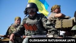 Донецкіде жүрген украин әскері. Украина, 9 маусым 2015 жыл.