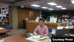 Prof. Sergiu Musteață în sala de lectură la Hoover Institution, Stanford