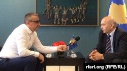 Novinar RSE Zijadin Gashi intervjuira premijera Kosova Isu Mustafu
