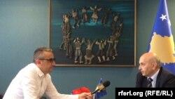 Premijer Isa Mustafa tokom ranijeg intervjua za RSE, ilustracija