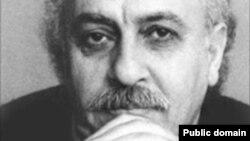 داریوش آشوری، زبانشناس، نویسنده و مترجم