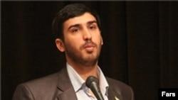 آقای طالبی خبرنگار سابق خبرگزاری فارس و از مسئولان پیشین وبسایت رجانیوز است.