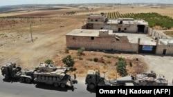 Турецкая военная техника вблизи города Маар Хитат в провинции Идлиб, 19 августа 2019 года