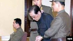 Հյուսիսային Կորեա - Չան Սոնգ Թաեքը Փհենյանի ռազմական դատարանում, 12-ը դեկտեմբերի, 2013