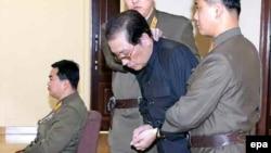 Чан Сон Тхэк на заседании военного трибунала