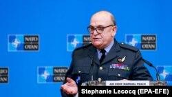 Претседавачот на Воениот комитет на НАТО, воздухопловниот маршал Стјуарт Пич