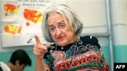 Бетти Фридан: «Женщинам нечего терять, кроме своих пылесосов»