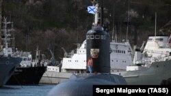 Submarinul B-268 Veliky Novgorod, care a făcut o escală la Sevastopol în Crimeea, în martie 2019
