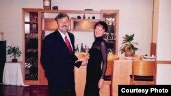 Амбасадар Паслаўскай разам з жонкай Даляй у рэзадэнцыі ў Менску.