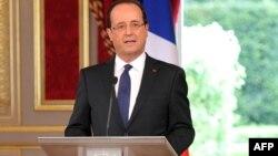 Франсуа Олланд выступает с краткой речью при вступлении в должность президента Франции, 15 мая 2012 г., Париж.