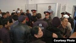 В зале суда после оглашения приговора. Алматинская область, 9 октября 2015 года.