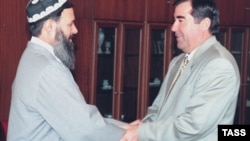 Tajik President Emomali Rahmon (right) meets with Said Abdullo Nuri, the leader of the United Tajik Opposition, in Dushanbe in December 1997.