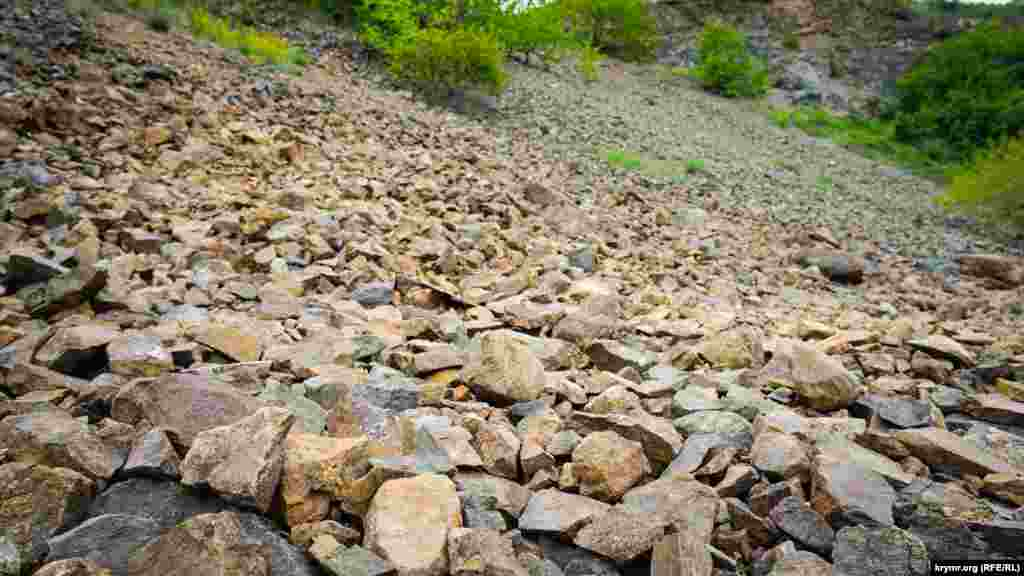 Диоритовая осыпь крутого берега устья Салгира