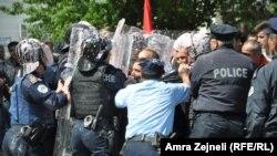 Përplasje midis protestuesve dhe forcave të rendit
