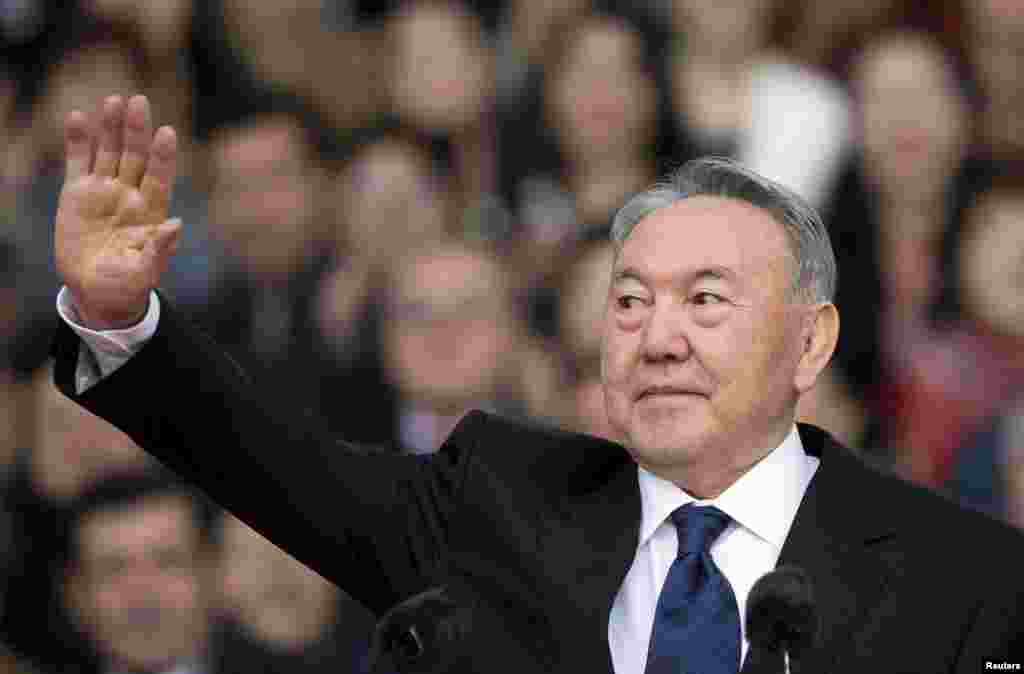 Назарбаев президент сайлауы алдындағы үгіт-насихат шарасында. Алматы, 2015 жыл.