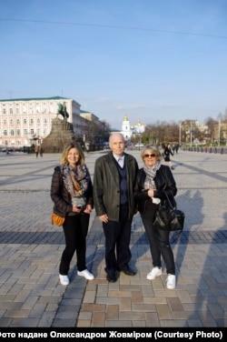 Олександр Жовмір з французькими родичами у Києві, 2017 рік