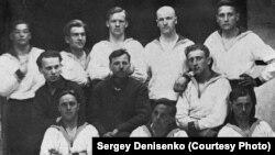 Актеры лагерного театра. Остров Вайгач, 1931 год