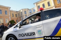 Петро Порошенко оглянув та випробував автомобіль, який буде використовувати нова патрульна служба в Одесі. 10 квітня 2015 року