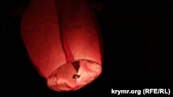 "Ukraine, Crimea, Russia - In Crimea, passed the action ""Light a flame in your heart!"" - Crimean Tatars in memory of the deportation of his people ran into the sky, ""Chinese lanterns"".17May2015"