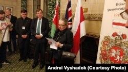 Івонка Сурвіла выступае на ўрачыстасьцях з нагоды 100 год БНР у брытанскім парлямэнце