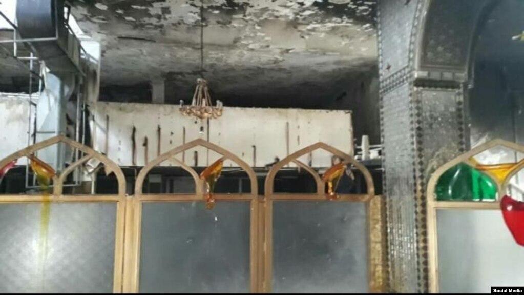 این تصویر در شبکههای اجتماعی منتشر شده و گفته میشود مربوط به بعد از به آتش کشیده شدن امامزاده است