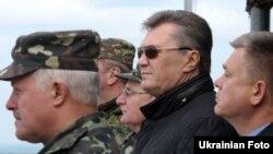 Віктор Янукович під час військових навчань на Яворівському полігоні