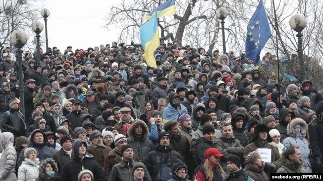 Міліція проводить розслідування за заявою про пограбування жінок-волонтерів на Євромайдані