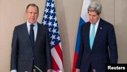 Сергій Лавров (л) і Джон Керрі у Женеві, 2 березня 2015 року
