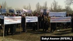 Камактагы депутат Келдибековдун тарапкерлеринин митинги. Бишкек, 12-март, 2014.