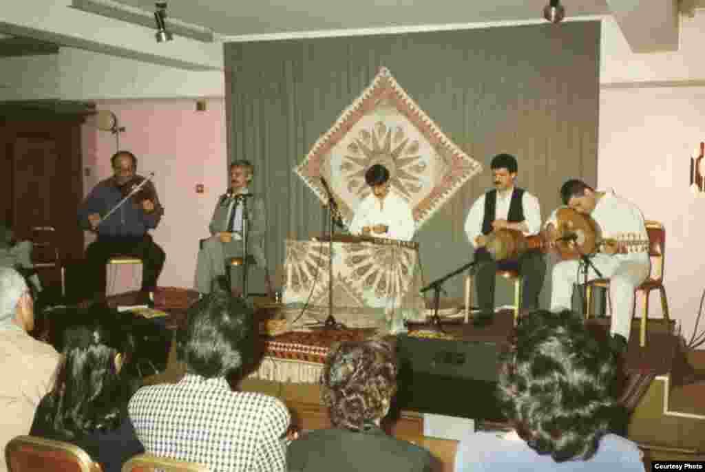 کنسرت موسیقی سنتی در لندن ۱۳۷۱؛ با گروه پژواک.