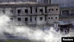 Курдские бойцы занимают позиции для контратаки
